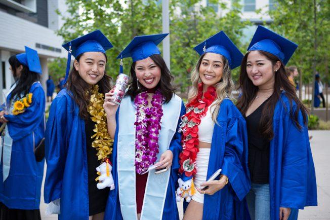聖塔蒙尼卡學院 畢業禮史上最大