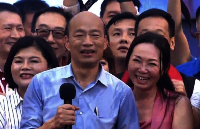 韓國瑜夫人李佳芬(右)表示,有海外僑胞有意發動募捐防治登革熱疫情,一些南加僑胞表示支持。(聯合新聞網)
