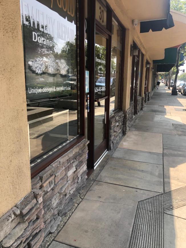 珠寶店所處的東Huntington大道。(記者張宏/攝影)