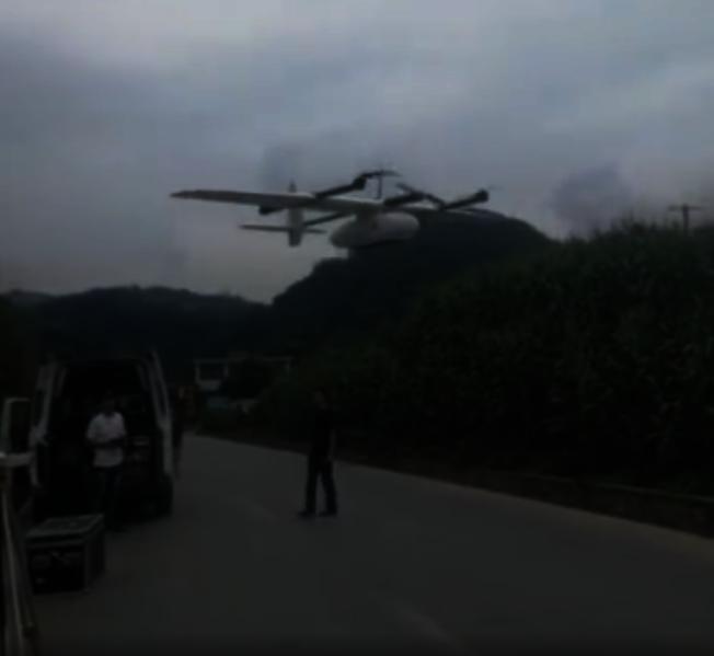四川地震災情發生後,無人機專家團隊連夜奔赴受災現場。(視頻截圖)