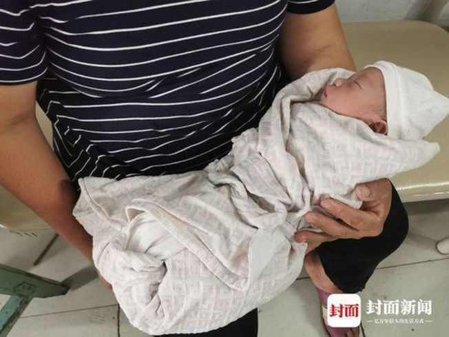 宜賓長寧地震後出生的第一個地震寶寶。(取材自封面新聞)