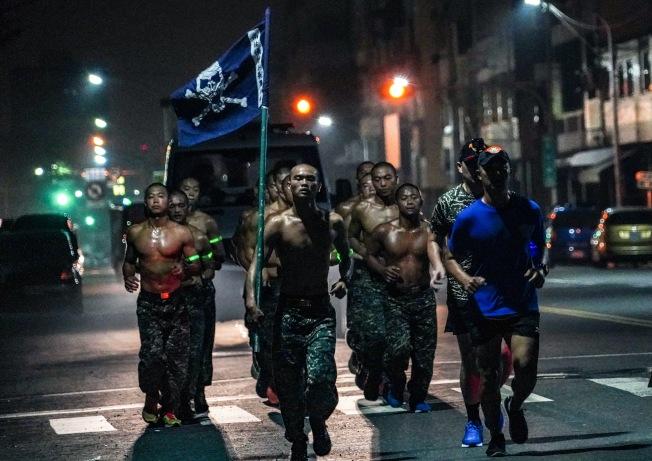 許明忠的得獎照片「Training」。(圖:海軍提供)