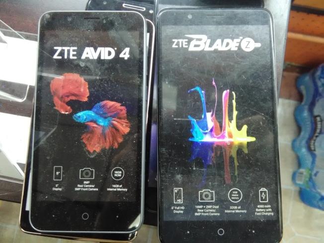 華人手機店出售的中低檔的中興手機。(韓傑/攝影)
