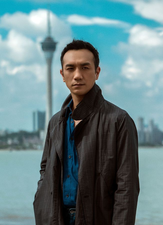 黃覺在新片中演藝術家,卻自嘲自己長得不像個藝術家。(取材自微博)