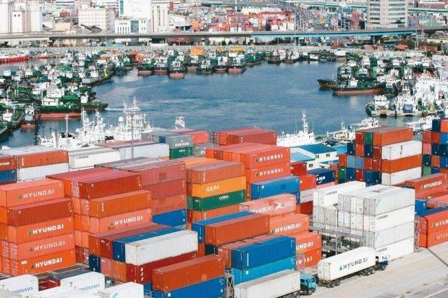 美中貿易戰帶給全球需求的衝擊有增無減,對仰賴出口的日本也因海外需求走弱而持續受壓。 歐新社