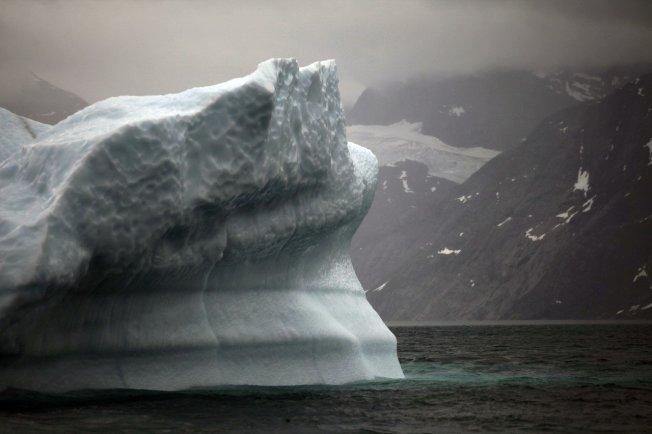 格陵蘭異常高溫,單日融冰20億噸。美聯社