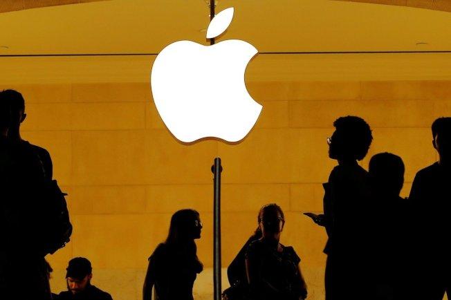 蘋果據傳要求主要供應商評估把15%至30%產能遷出中國的成本影響。(路透)