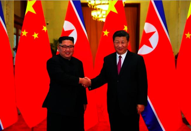 2018年6月中國國家主席習近平(右)與北韓領導人金正恩在中國舉行會談。 新華社