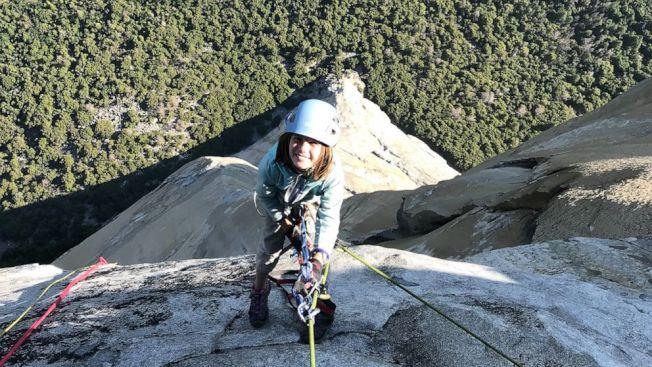 10歲的施耐特成為史上最年輕征服優勝美地酋長岩的攀岩者。截自ABC影片