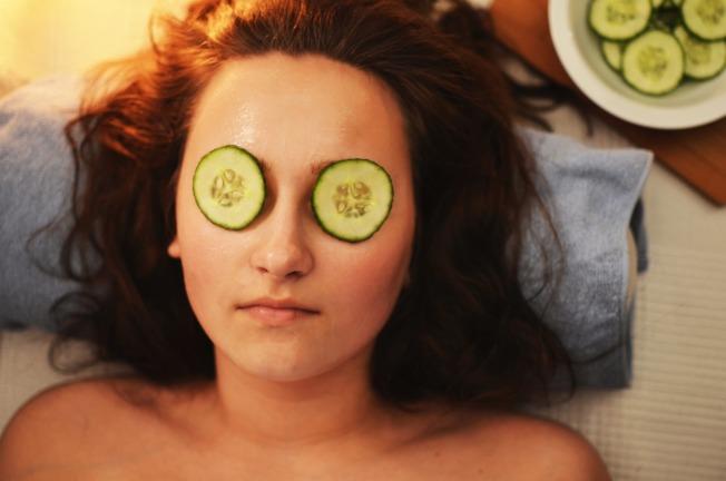 小黃瓜可以滋潤眼周肌膚,還能舒緩眼睛疲勞。圖/摘自 pexels