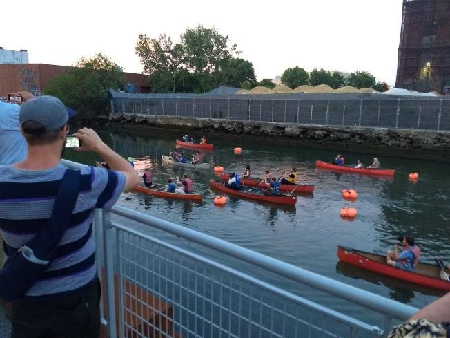 格瓦納運河(Gowanus Canal)過去舉行的音樂會。(圖片取自Make Music Day網站)