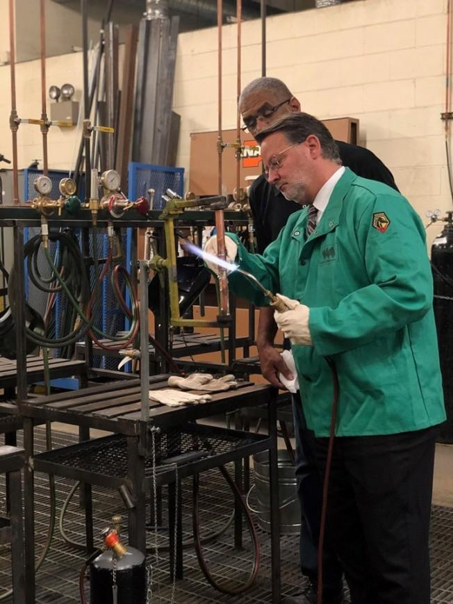 密州參議員彼得斯 促創設「國家製造業總署」