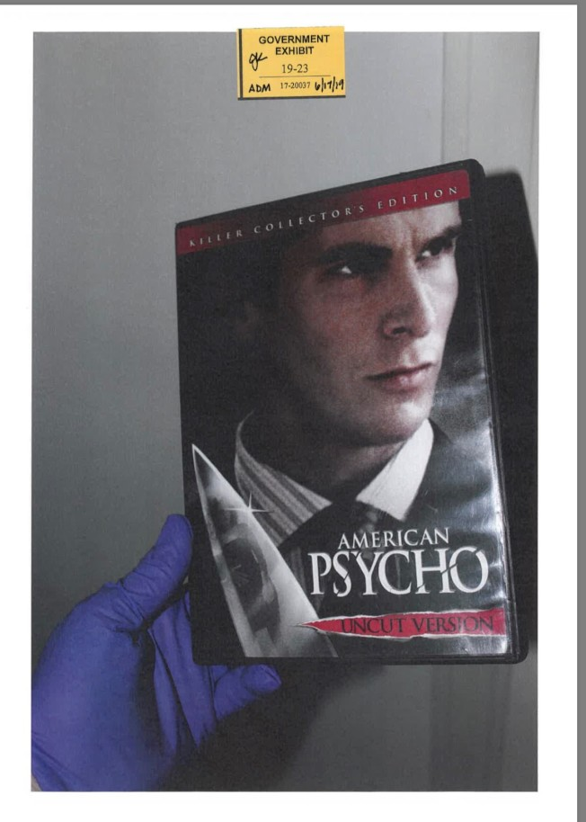 被告曾命令女友布里斯觀看「美國精神病」電影,並提到主角很有魅力且聰明。(聯邦檢察官辦公室)