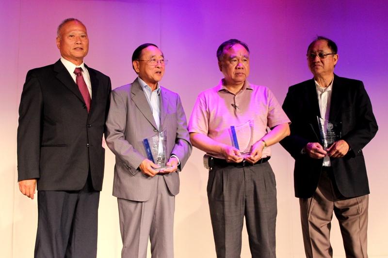 榮譽副會長鄭嘉明(右起)、方台生、吳堯明、張智嘉合影。