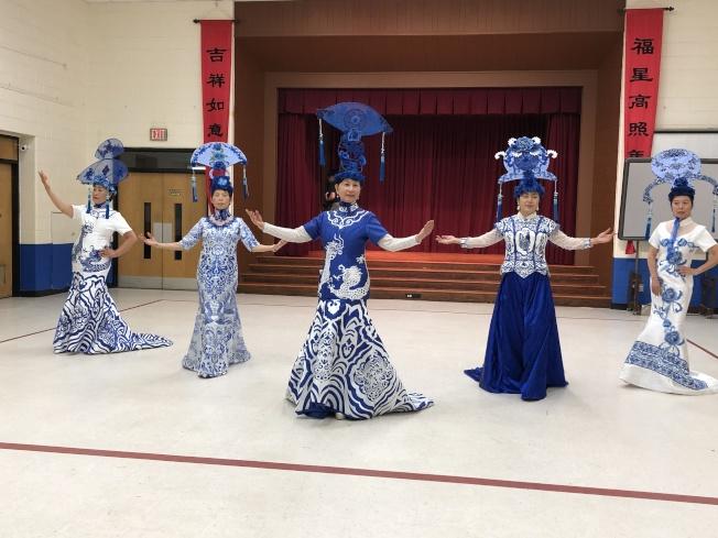 青花瓷服裝秀彩排時留下了倩影,讓人驚艷。她們的指導老師是呂新國。(記者張慧嬋╱攝影)