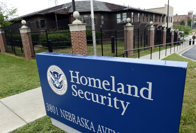 國土安全部ICE將嚴格執行遣返任務。(美聯社)