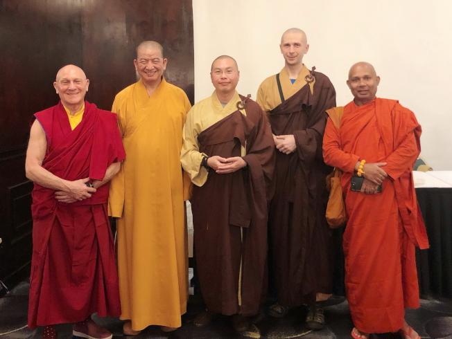 2019佛州佛學夏令營老師,左起喇嘛羅桑、明光法師、近合法師、近威法師與般第法師。(于抒杉提供)