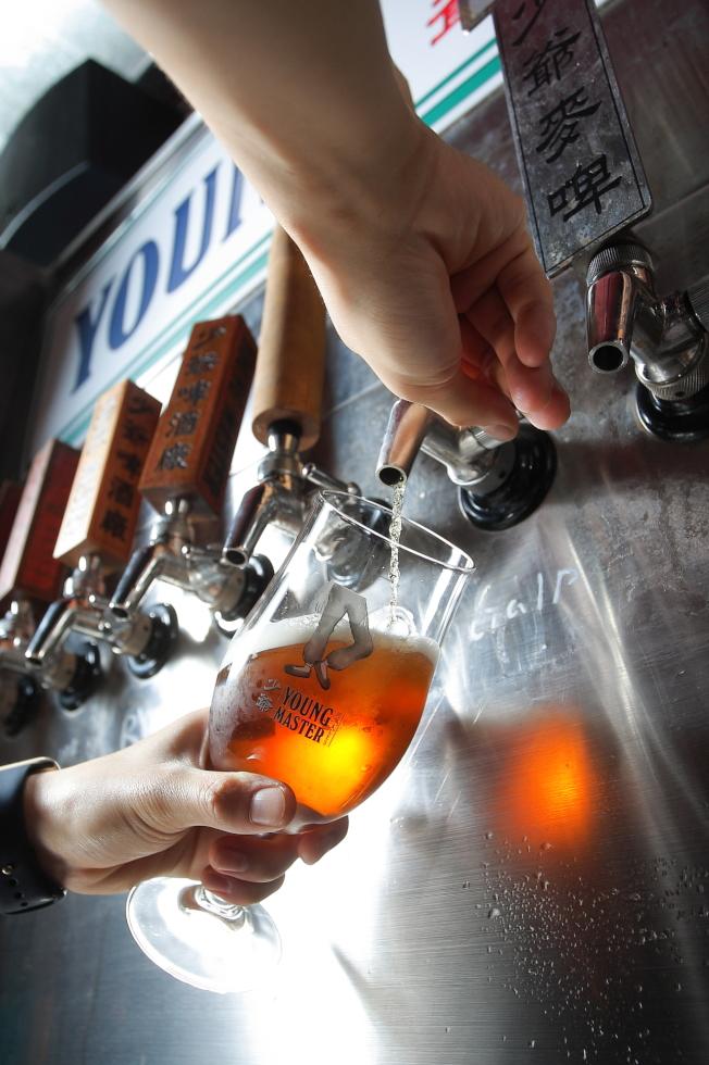啤酒不是造成啤酒肚的「罪魁禍首」。(本報資料照片)