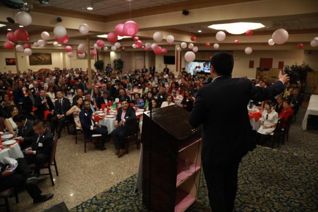 為慶祝亞太裔創造歷史,馬州民主黨亞太裔領導力委員會舉行晚宴,並邀即將登上民主黨辯論台的華裔總統參選人楊安澤(Andrew Yang)做主旨演講。(記者羅曉媛/攝影)