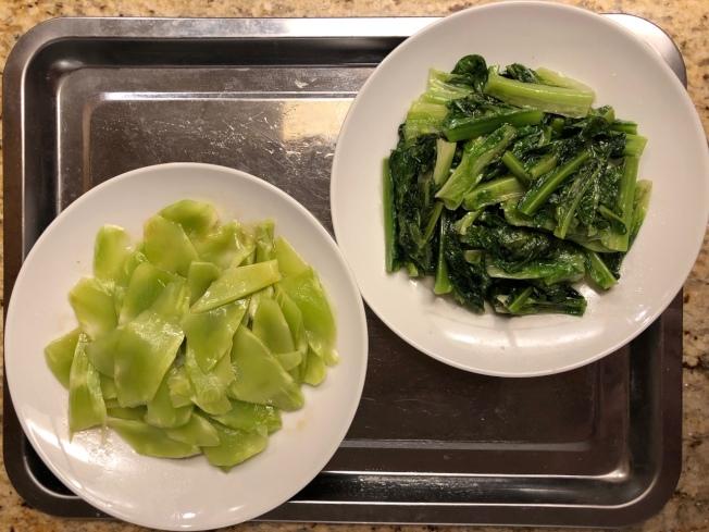 涼拌萵苣筍(左)及清炒萵苣菜