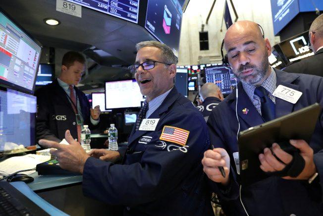 標普500指數飆上新高 市場押注Fed將降息