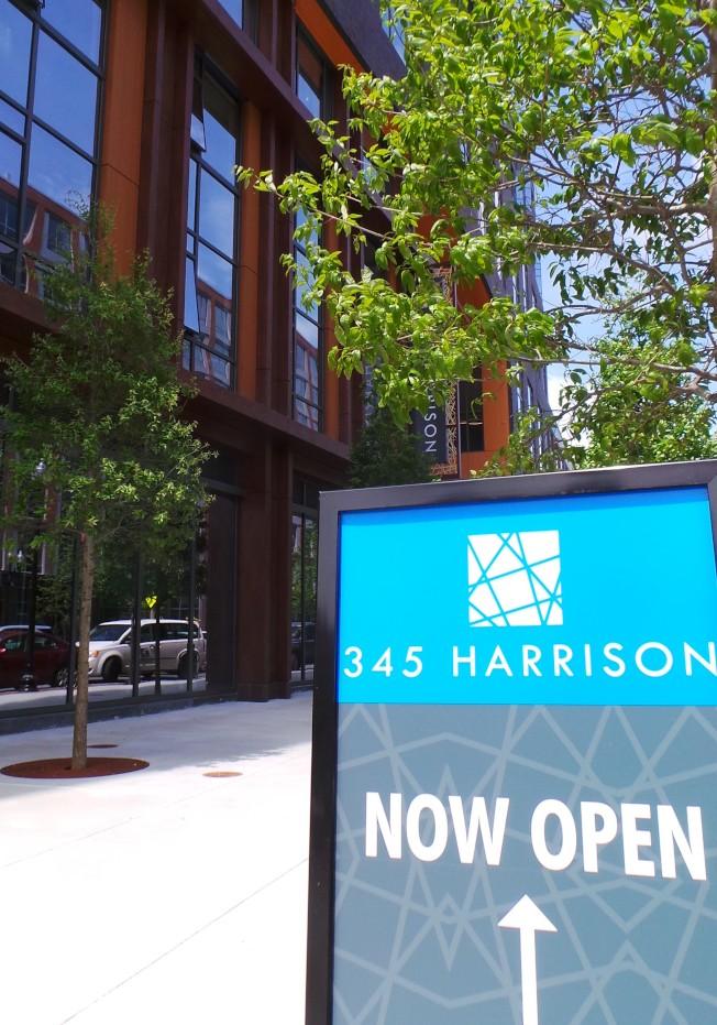 近年波士頓市內新建設計畫多,租金收益比率下降,使得投資者更看好郊區市場。(記者唐嘉麗/攝影)