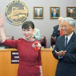譚秋晴就職 斯坦福首位華人市議員
