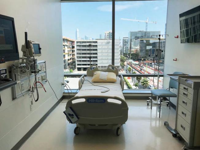 癌症精準醫學大樓內的病房設計,可讓病人擴大視野,看見室外的陽光。(記者李秀蘭/攝影)