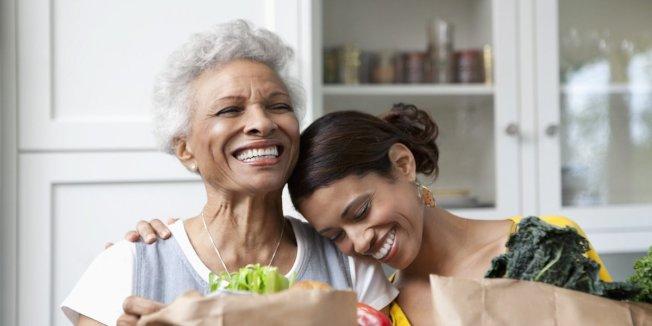 專家建議,啃老族搬離父母家前,至少應有1萬元到1萬5000元的存款。(取自推特)