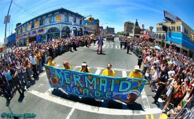 美人魚遊行22日在康尼島舉行,神話般的海洋生物以及海神波塞頓的崇拜者將點燃現場氣氛。(取自主辦方網頁)