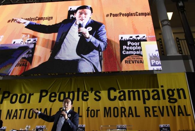 民主黨初選華裔參選人楊安澤,17日在華盛頓州參加政見發表會。(美聯社)