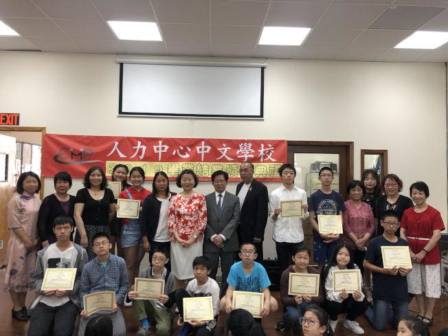 2019學年度的小學、初中班共25人畢業。(記者張晨/攝影)