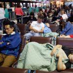 罷工4天衝擊6.5萬人 台空運史最大癱瘓!旅客累趴睡機場