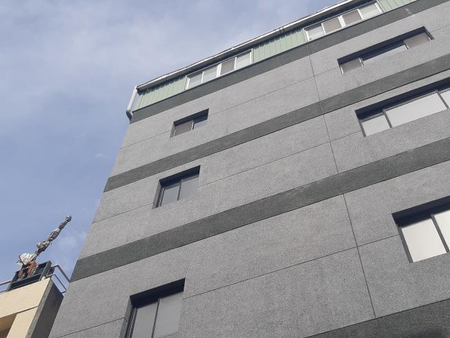 高雄油商陳世憲有多起官司纏身,22日攜帶遺書從住處高樓墜樓身亡。(記者賴郁薇/攝影)