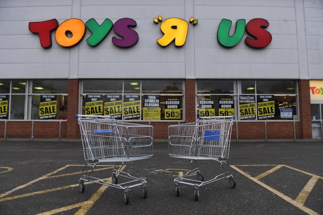 玩具反斗城連鎖店破產倒閉後,又將重出江湖。圖為倒閉前的玩具反斗城一家門市。(歐新社)