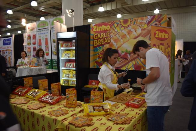 紐約國際夏季特色食品展覽會有數十家中國、台灣等華裔參展商參加,希望能搶攻北美市場。(記者顏嘉瑩/攝影)