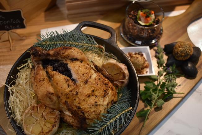 和樂公司邀請廚師邱一中將瓜子、餅乾和紫米分別製成四種不同的食物。(記者顏嘉瑩/攝影)