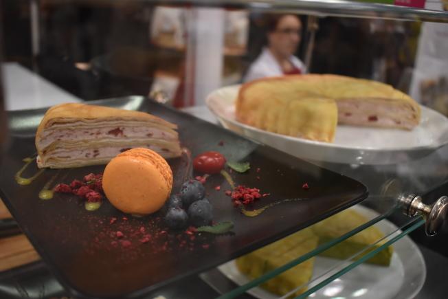 「塔吉特」帶來芒果、抹茶和草莓等口味千層蛋糕。(記者顏嘉瑩/攝影)