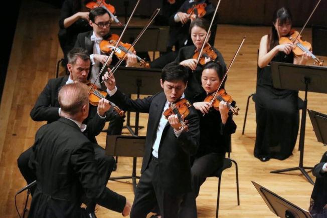 曾宇謙和香港小交響樂團演奏。(取材自曾宇謙臉書)