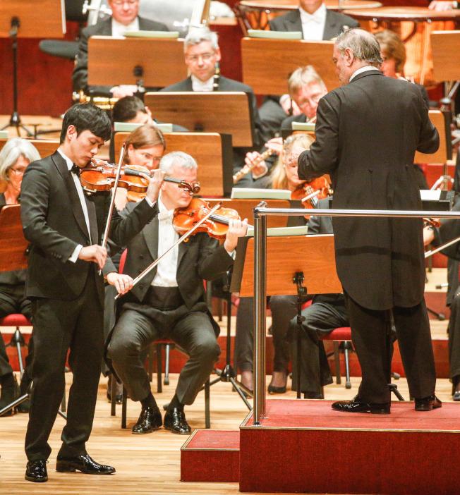 曾宇謙在葛濟夫指揮慕尼黑愛樂伴奏下,曾在台灣國家音樂廳演出得獎的柴可夫斯基小提琴協奏曲。(本報系資料照片)