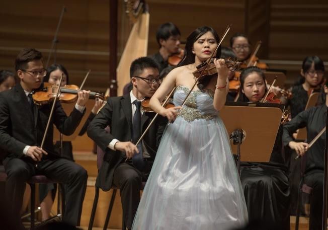 廖姵珳和上海交響樂團演出。(圖:廖姵珳提供)