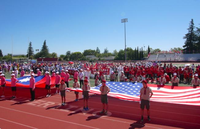 國旗護衛隊舉著美國和中華民國國旗。(記者梁雨辰/攝影)