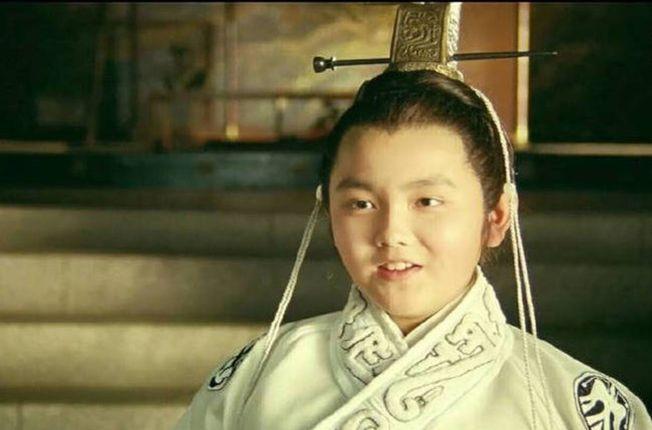 77.10歲的陳飛宇在父親執導的《趙氏孤兒》演出。(取材自豆瓣電影)