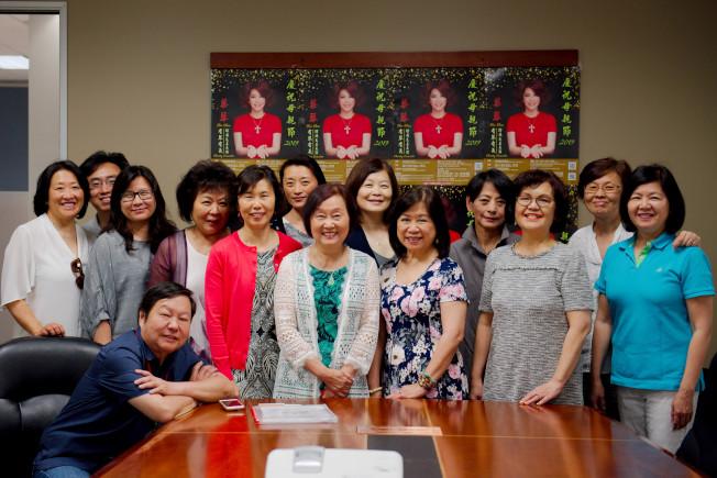 蔡琴演唱會籌到60多萬,主辦單位感謝社區支持。(徐靜雲提供)
