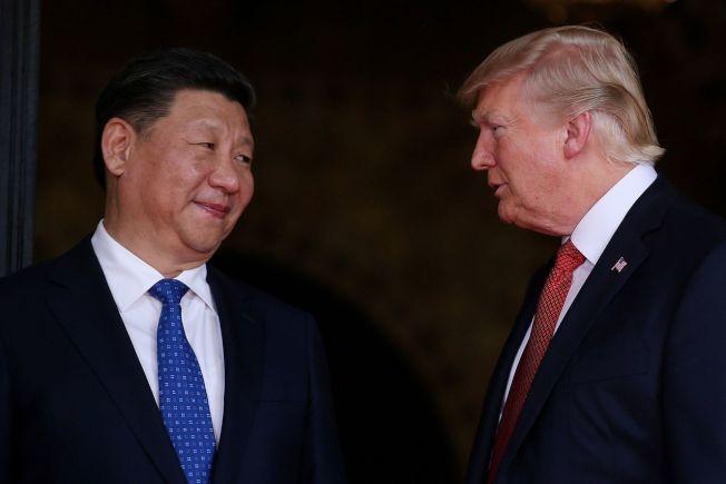 中美經貿談判團隊正在進行磋商,為中國國家主席習近平(左)和美國總統川普在20國集團(G20)峰會的會面做準備。 路透