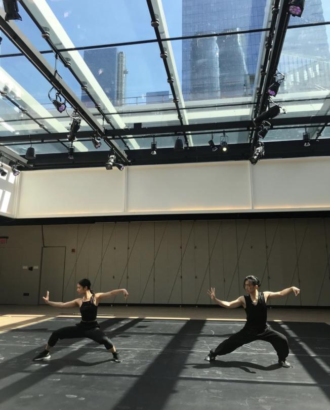 《龍泉鳳舞》舞者排演中。