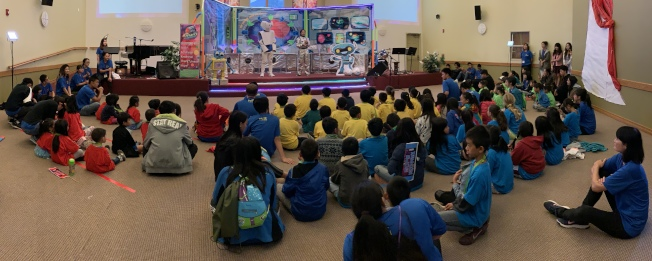 「聖地雅歌台灣基督教會」今年以「飛越火星」為主題,帶領孩子探索星際,成為太空旅行家,將會場布置得美輪美奐,創意十足。(主辦單位提供)