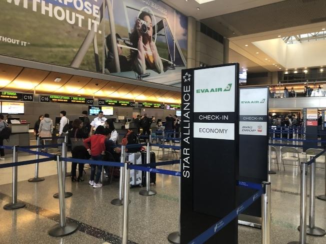 長榮航空的罷工進入第六天,對旅客行程影響甚大。(本報檔案照)