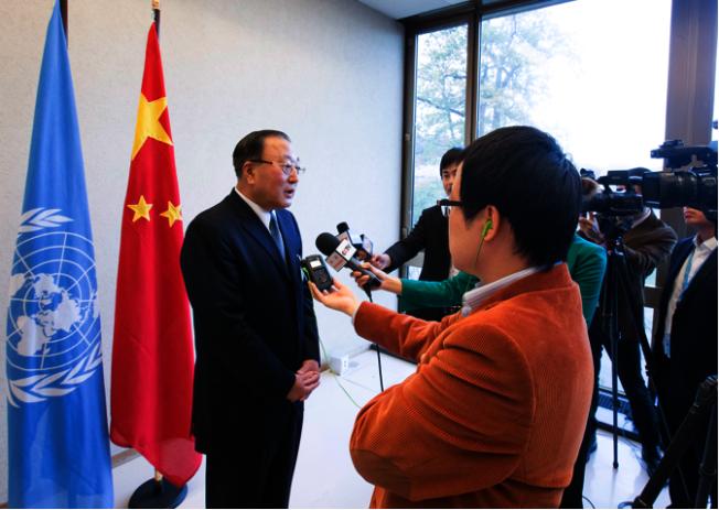 外交部部長助理張軍(左)表示,G20大阪峰會不會且不允許討論香港問題。(新華社資料照片)