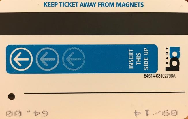 有磁條的紙本捷運車票將停售。(記者李秀蘭/攝影)